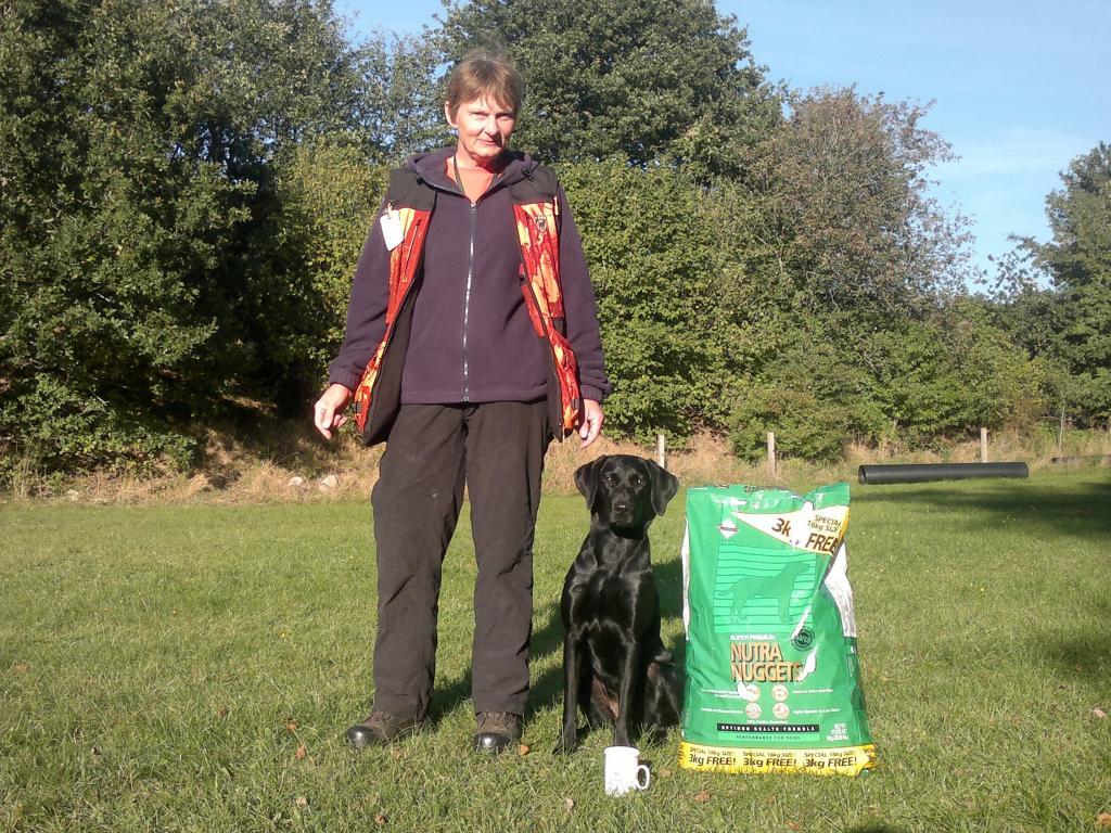 Helle Voigt og Ravensbank Mint (Minte) som dagens bedste hund på C-prøve i September 2013.©Helle Voigt