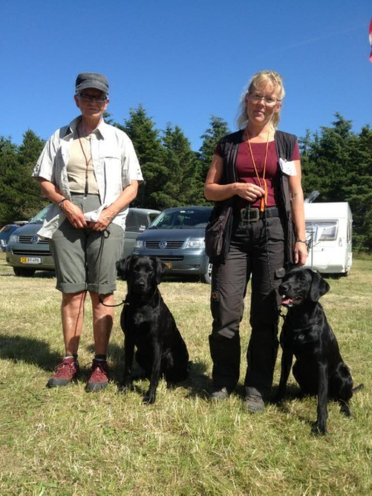 Two proud cold game contestants July 2013. To the left, Ms. Marianne Graversen with Ravensbank Wicked (Wicked) who had a 1st prize in novice class. The same result was acheived by Ms. Trine Christensen (to the right) with DKBRCH Ravensbank Neat (Neat) but also Ms. Christensen was awarded the judge's choice as the best dog of the day. ©Frank Graversen