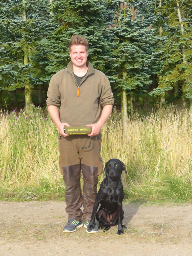 Mr. Niclas Helskov and Ravensbank Ice (Maggie) have their debut on Official Cold Game Test, and does not only receieve a 1st prize but also becomes the best dog on the day among 47 dogs. ©Ravensbank Labrador Retrievers