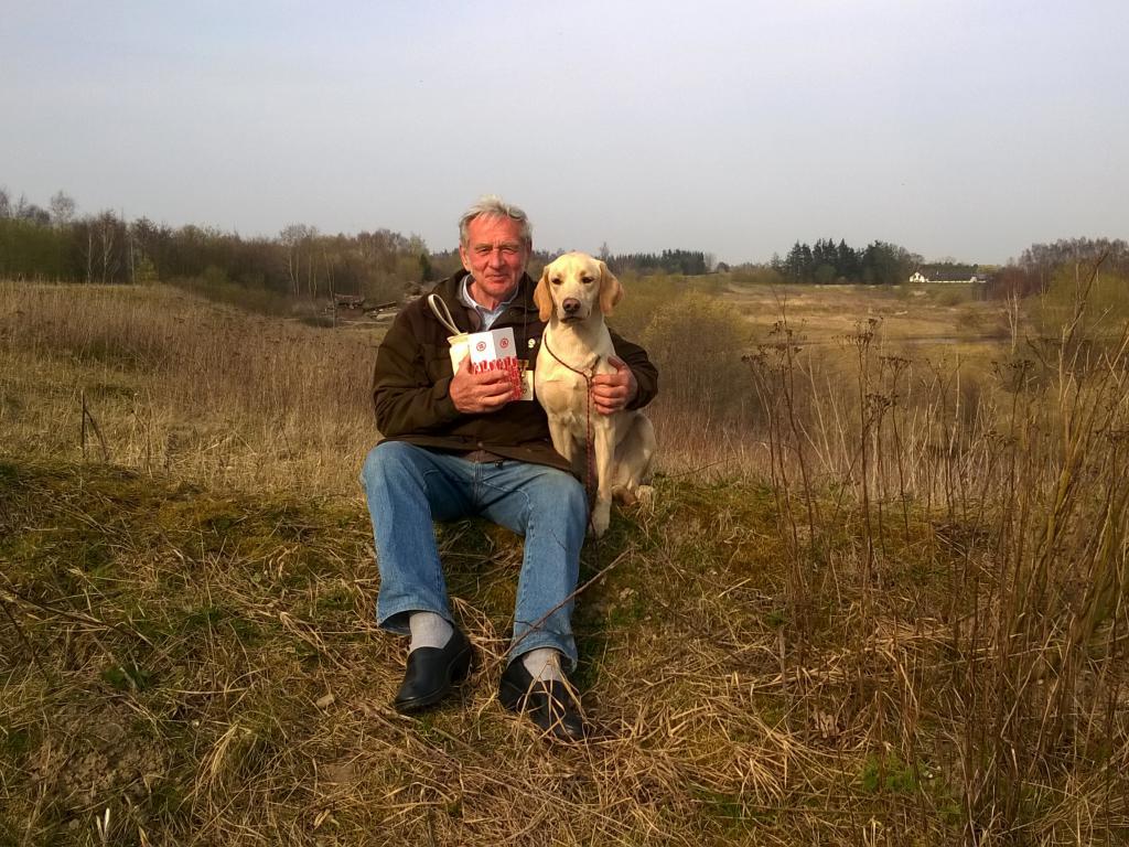 Gert Müller med Ravensbank Gypsy (Gypsy) på dagen hvor de har opnået at blive dagens bedste hund i begynderklasse på C-prøve.©Vita Müller